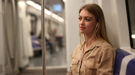 pociąg : Young woman with a smartphone and headphones