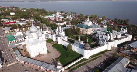 fortificado : Aerial view of architectural complex of Rostov Kremlin located on board of Lake Nero in Russian city of Rostov