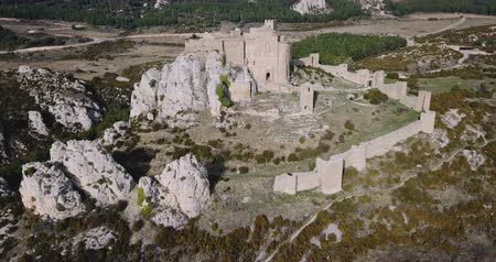 провинция : Aerial view of Spanish medieval fortress Castillo de Loarre near Huesca