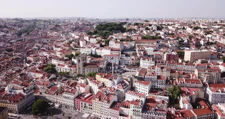 sao : Aerial view of historical centre of Lisbon overlooking medieval Roman Catholic Cathedral and Castle of Sao Jorge, Portugal