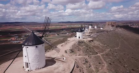 Западная Европа : Aerial view of Route of Don Quixote with windmills in Consuegra, Spain