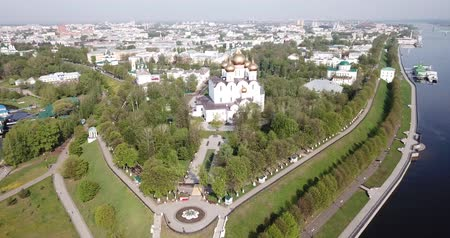 ortodoxia : Panoramic aerial view of  district of Yaroslavl at quay of Volga river, Russia