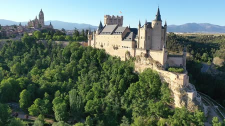 июнь : Aerial view of fortress Alcazar of Segovia. Spain Стоковые видеозаписи