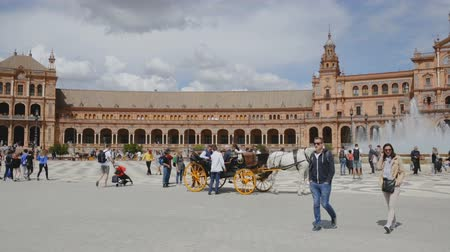 Андалусия : SEVILLA, SPAIN - APRIL 19, 2019: Plaza de Espana - urban ensemble in architectural style of Moorish Revival in Seville center Стоковые видеозаписи