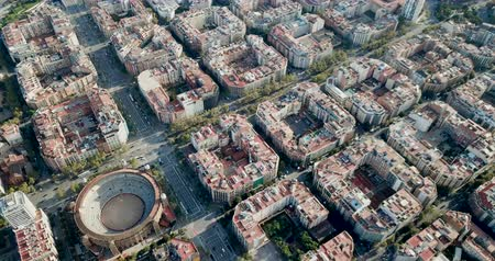 каталонский : Panoramic view from drone of Eixample district in Barcelona at sunny day, Spain