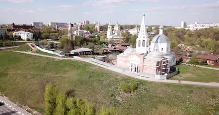 восстановлено : View of medieval Trinity Cathedral with typical for old Russia architecture tent-like belfry during restoration on background with picturesque Serpukhov cityscape
