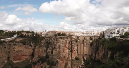 Андалусия : Aerial view of rocky landscape of Ronda with buildings and Bridge, Andalusia, Spain Стоковые видеозаписи