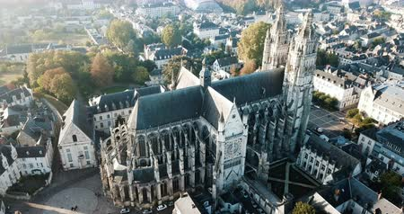 casa de campo : Aerial view of medieval Tours Cathedral and morning city Tours, France