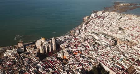 Кадис : Aerial view of cityscape with old Roman Catholic Cathedral of Cadiz city on peninsula in Atlantic Ocean