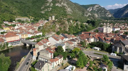 generale : General aerial view of small French town of Tarascon-sur-Ariege in valley of Pyrenees on banks of Ariege river on summer day Filmati Stock