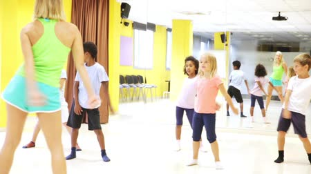 osm : Smiling children dancing contemp in studio smiling and having fun Dostupné videozáznamy