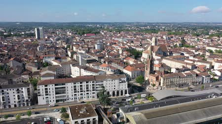 templomtorony : AGEN, FRANCE - JULY 19, 2019: Picturesque summer landscape of French city of Agen overlooking Saint Caprasius cathedral Stock mozgókép