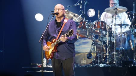 mítosz : BARCELONA, SPAIN - APRIL 26, 2019:  Mark Knopfler during performance at Palau Sant Jordi, Barcelona Stock mozgókép