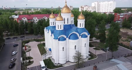 Иерусалим : Aerial panoramic view of modern cityscape of Voskresensk overlooking Church of Icon of Mother of God of Jerusalem, Russia