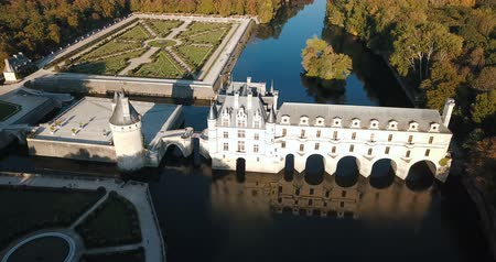fortificado : Medieval Chateau in Amboise – castle in Loire valley, France