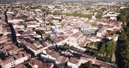 кафельный : Aerial view of summer cityscape of small French town of Marmande overlooking Gothic building of Our Lady Church