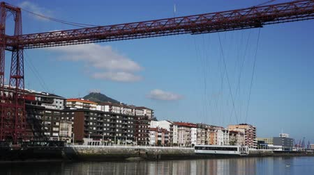 格子 : BILBAO, SPAIN - JULY 16, 2019: General view of Vizcaya Bridge over Nervion river in Spanish city of Portugalete