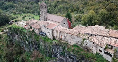 hegytömb : Aerial view of small ancient village of Castellfollit de la Roca located on edge of cliff, Catalonia, Spain
