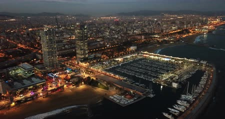 elhelyezkedés : Night aerial  view from drones of coast in Barcelona with sea and building Stock mozgókép