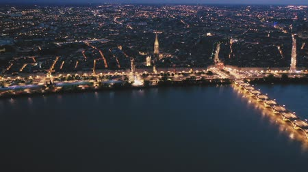 Бордо : Night aerial view of historic centre of Bordeaux. France