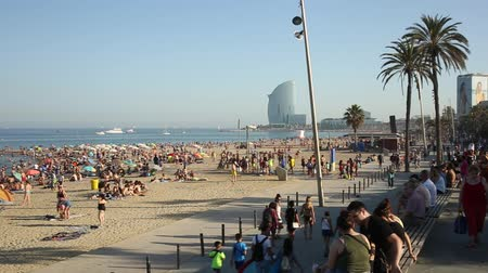 w : BARCELONA, SPAIN - JUNE 29, 2019: Crowded beach in Barcelona seaside, Spain
