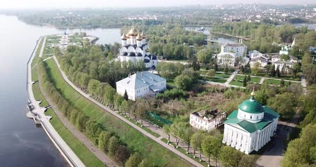 ortodoxie : Panoramic aerial view of  district of Yaroslavl at quay of Volga river, Russia