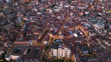 кафельный : Panoramic night view of illuminated downtown Valladolid, Spain