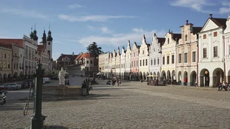 namesti : TELC, CZECH REPUBLIC - OCTOBER 12, 2019: Scenic view of main square of Telc with ancient houses and fountain with statue of Virgin overlooking bell towers of church of Name of Jesus on sunny autumn day