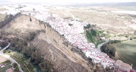 Андалусия : Aerial view of Arcos de la Frontera city with medieval castle on edge of cliff
