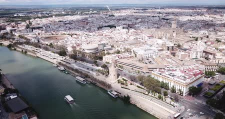 Андалусия : Majestic panorama of Spanish city of Seville on both sides of Guadalquivir river on spring day