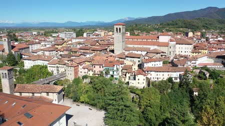 obyčejný : Panoramic view from the drone on the city Cividale del Friuli. Italy