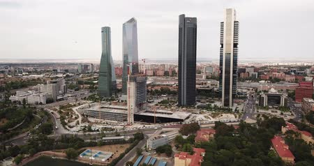 Мадрид : MADRID, SPAIN - JUNE 16, 2019: High view of four modern business skyscrapers (Cuatro Torres) in Madrid, Spain Стоковые видеозаписи