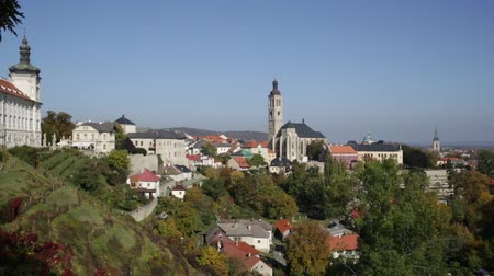 kutna : Autumn cityscape of Kutna Hora with gothic Roman Catholic church of Saint James on sunny day, Czech Republic Stock Footage