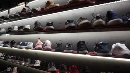 cadarço : Barcelona, Spain - October 07, 2019: Shelves with sport shoes in the shoes shop