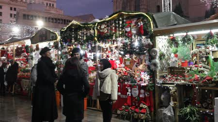 adwent : BARCELONA, SPAIN - DECEMBER 11, 2019: Stands with traditional Christmas gifts in night. Barcelona, Catalonia. Fira de Santa Llucia - Christmas market near Cathedral