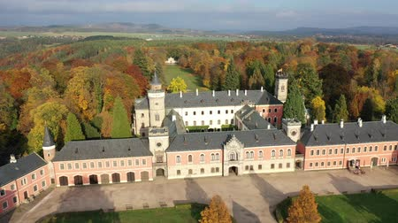 fortificado : Fall view from drone of medieval Sychrov Castle, Czech Republic
