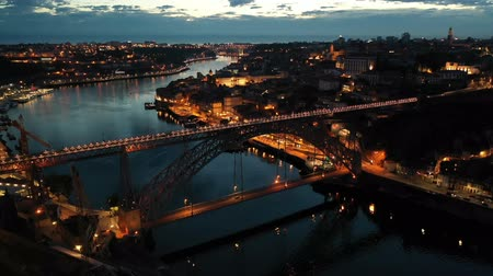 dvojitý : Panoramic view of illuminated Porto cityscape and Ponte Dom Luis I over river Douro at night, Portugal Night aerial view of Dom Luis I Bridge over Douro river against backdrop of lighted Porto city, Portugal