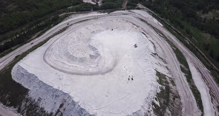 taş ocağı : Phosphogypsum White mountain aerial view. City Voskresenks. Russia