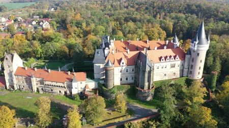 kutna : Picturesque autumn landscape with imposing historic сhateau Zleby Castle in Czech village in Central Bohemian Region