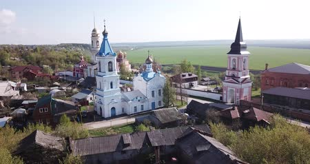 národní památka : Scenic cityscape of Belyov town located on Oka river overlooking residential areas and church steeples in sunny spring day, Russia