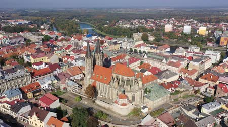 View from drone of ancient Gothic Archdeacon Church of St. Bartholomew in old Czech town of Kolin on Elbe River, Central Bohemian Region Stock mozgókép