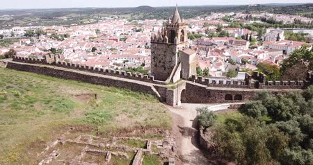 zanedbaný : Panoramic view from drone of the castle Montemor o Novo. The Alcaides palace ruins. Evora district. Alentejo, Portugal Dostupné videozáznamy