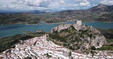 andalusie : Aerial view of Zahara de la Sierra city with fortified castle on rocky hill on background