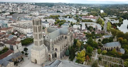 piskopos : Aerial view of Saint-Etienne Cathedral in Limoges, France