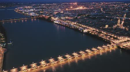 ボルドー : Night aerial view of historic centre of Bordeaux. France