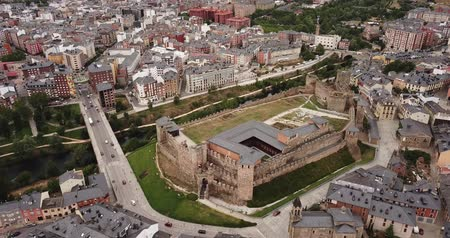 monumentális : Aerial view of ancient Templar castle in small Spanish city of Ponferrada on background of modern cityscape Stock mozgókép