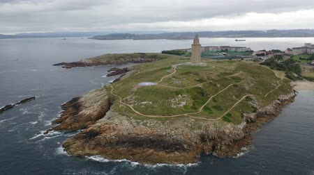 hercule : Aerial view of oldest Roman lighthouse in use today, La Coruna, Spain Vidéos Libres De Droits