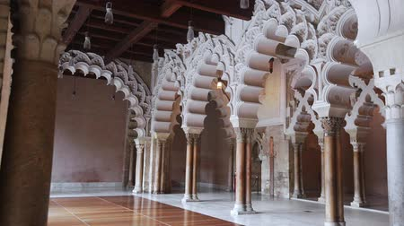 fortificado : Scenic view of arched gallery in medieval Aljaferia Palace with double marble columns and Moorish arabesques, Zaragoza, Spain Stock Footage