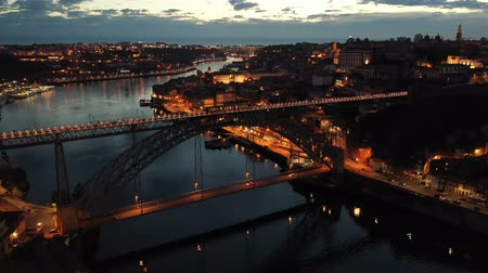 dvojitý : Picturesque view from drone of city of Porto and Dom Luis Bridge at night, Portugal Dostupné videozáznamy