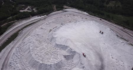 плато : View from drone of unusual White Mountain in Podmoskovye, Russia - large open air slagheap of Lopatinsky phosphate mine